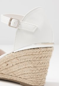 New Look Wide Fit - WIDE FIT SWIGGLE - Cuñas - white - 2