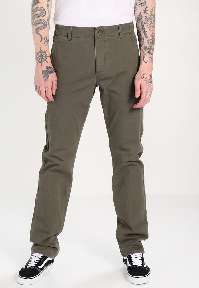 SMART FLEX ALPHA LIGHTWEIGHT TEXTURED - Pantalones chinos - dockers olive