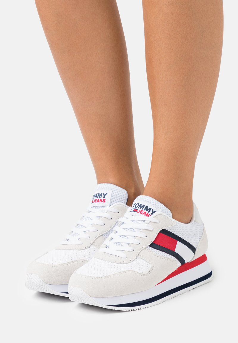 Tommy Jeans - FLATFORM RUNNER - Baskets basses - white