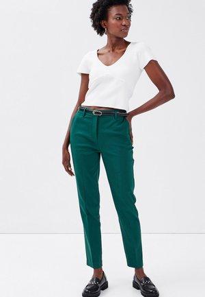 MIT GÜRTEL - Pantaloni - vert émeraude