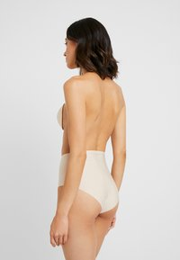 MAGIC Bodyfashion - BACKLESS BEAUTY - Stroppeløs-BH - nude - 2