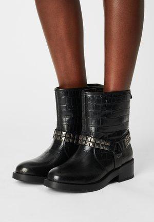 BILI - Cowboy/biker ankle boot - black