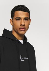 Karl Kani - SIGNATURE HOODIE - Sweat à capuche - black/white - 2