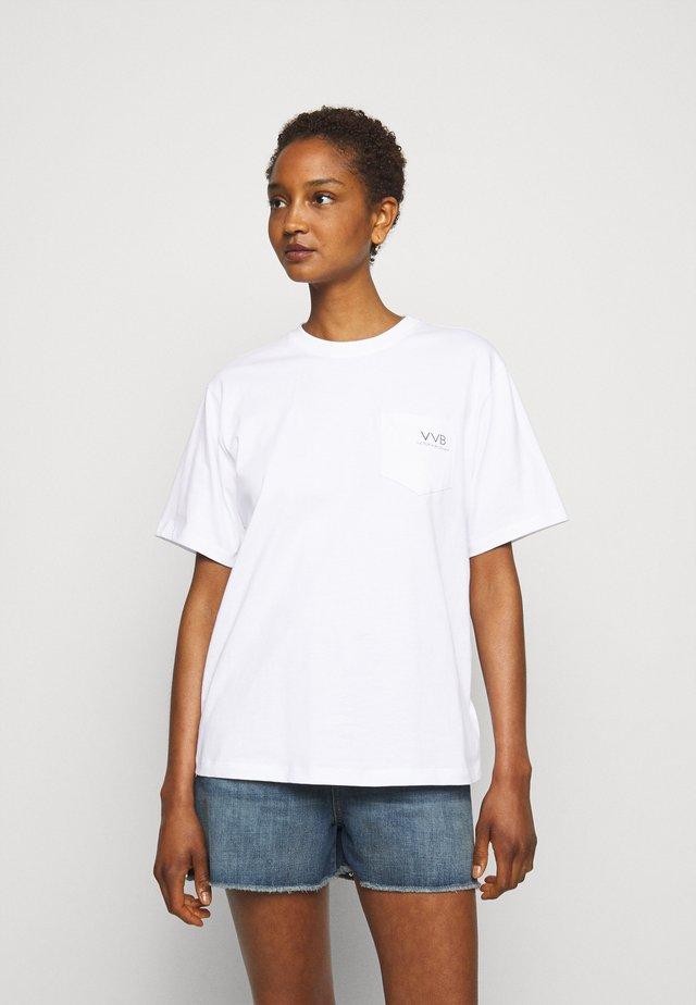 POCKET LOGO - Print T-shirt - white