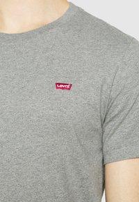 Levi's® - ORIGINAL TEE UNISEX - T-paita - mottled grey - 4