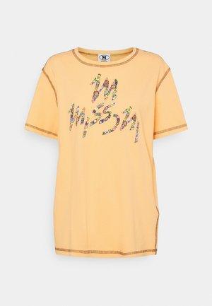 MANICA CORTA - Print T-shirt - orange