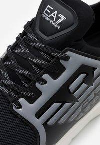 EA7 Emporio Armani - UNISEX - Zapatillas - black/silver - 5