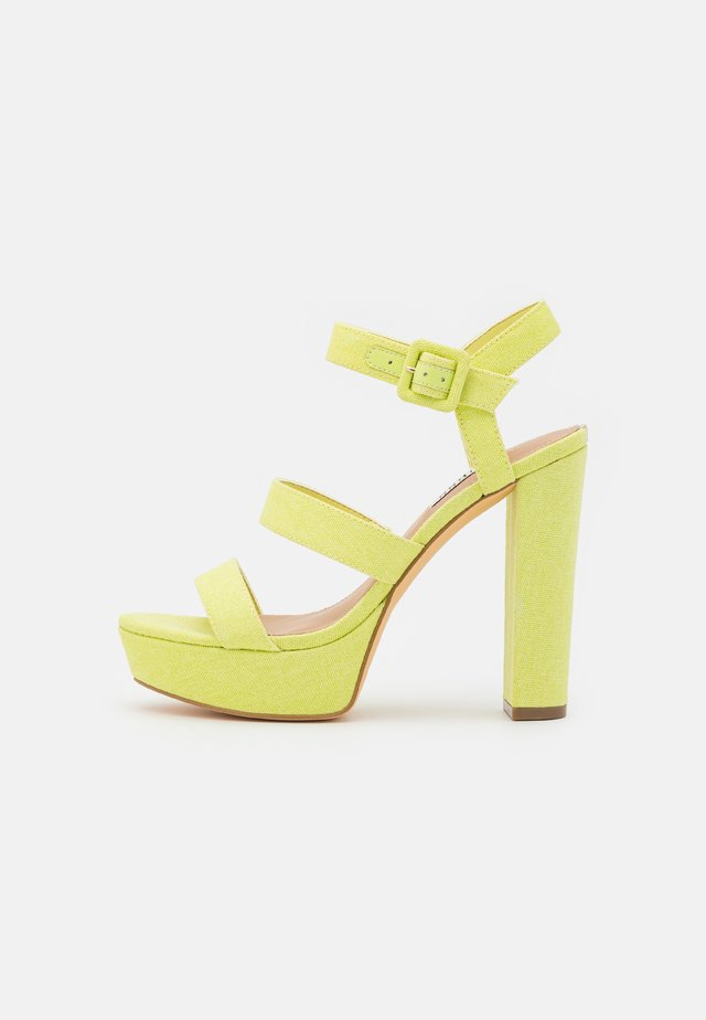 RAYONA - Sandalen met plateauzool - lemon