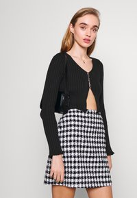 Milk it - HOOK AND EYE FRONT FAS - Cardigan - black - 3