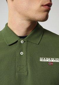 Napapijri - E-ICE - Polo shirt - green cypress - 2