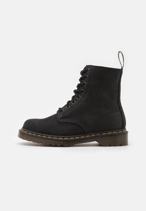 1460 PASCAL 8 EYE BOOT UNISEX - Snörstövletter - black milled