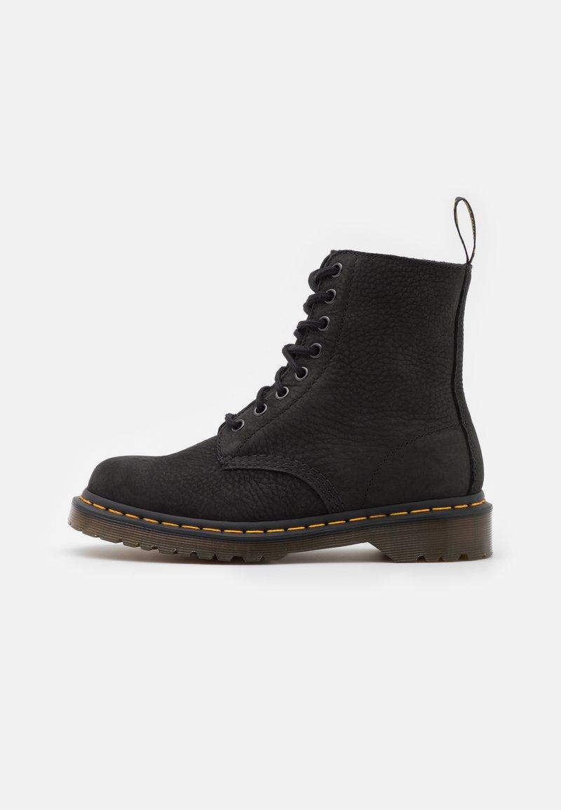 Dr. Martens - 1460 PASCAL 8 EYE BOOT UNISEX - Šněrovací kotníkové boty - black milled