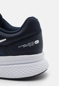 Nike Performance - RUN SWIFT 2 - Zapatillas de running neutras - midnight navy/white/obsidian - 5