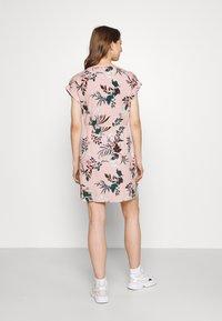 Vero Moda - VMSIMPLY EASY TIE SHORT DRESS - Vapaa-ajan mekko - misty rose - 2