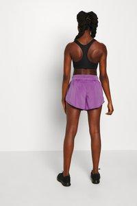 Nike Performance - SHORT RUNWAY - Korte sportsbukser - purple/vivid purple/white - 2