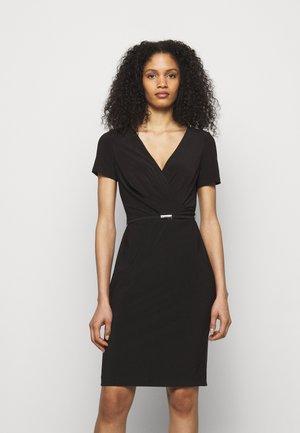 ALEXIE SHORT SLEEVE DAY DRESS - Shift dress - black