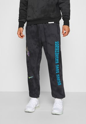 HARDWOOD PANT DYE - Tracksuit bottoms - black/speed yellow