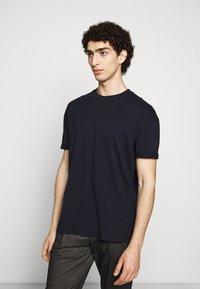 DRYKORN - THILO - Basic T-shirt - blau - 0
