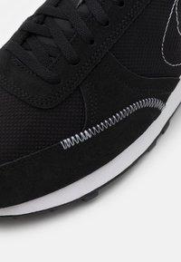 Nike Sportswear - DBREAK-TYPE - Sneakers laag - black/white - 7
