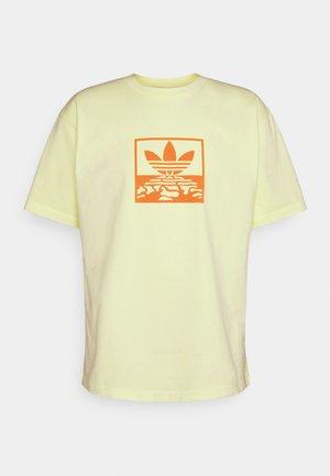 OVERDYE TEE UNISEX - T-shirt med print - ice yellow