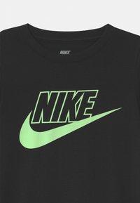 Nike Sportswear - GLOW IN THE DARK  - Vestito di maglina - black - 2