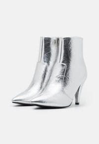 BEBO - LEINEE - Classic ankle boots - silver - 2