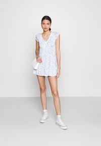 Hollister Co. - DRESS - Jerseykjole - white - 1