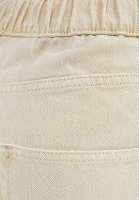 Bershka - IM MOM  - Relaxed fit jeans - beige - 5