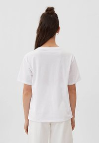 Stradivarius - Print T-shirt - off-white - 2