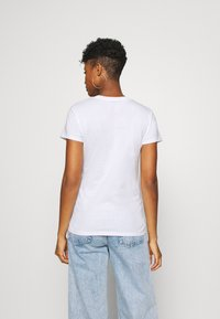 Levi's® - THE PERFECT TEE - T-shirt imprimé - cali box - 2