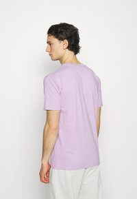 YAVI ARCHIE - SEE THE UNSEEN - Print T-shirt - lavender - 2