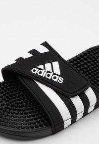 adidas Performance - ADISSAGE UNISEX - Chanclas de baño - core black/footwear white - 5