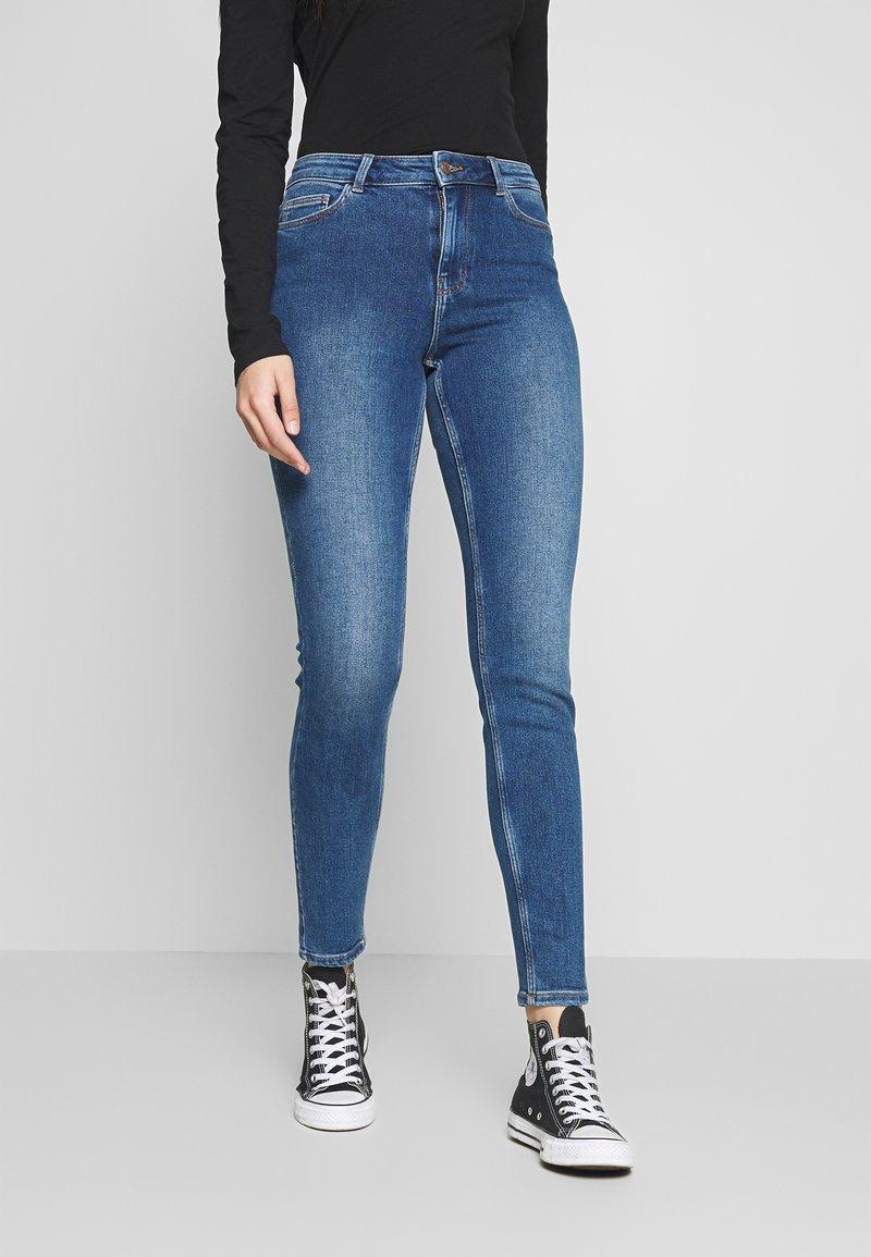 PIECES Tall - PCKAMELIA ANKLE - Jeansy Skinny Fit - medium blue denim