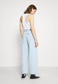 Lee - WIDE LEG - Flared Jeans - bleached denim - 2
