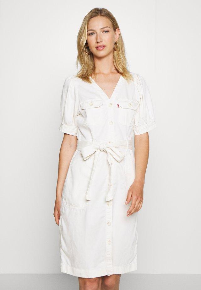 BRYN DRESS - Denim dress - soft dunes