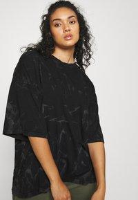 Missguided Plus - TIE DYE - Print T-shirt - black - 3