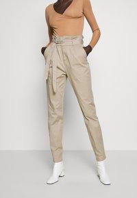 Vero Moda Tall - VMEVA LOOSE PAPERBAG PANT - Trousers - silver mink - 0
