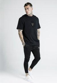 SIKSILK - DANI ALVES PRESTIGE ESSENTIALS TEE - Print T-shirt - black - 1