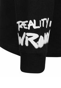Chi Modu - REALITY 4 - Longsleeve - black/print white - 2