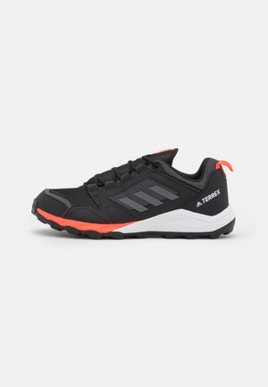 TERREX AGRAVIC TRACEROCKER - Běžecké boty do terénu - grey six/grey four/core black
