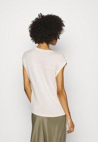 s.Oliver - Print T-shirt - off-white - 2