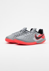 Nike Performance - TIEMPO JR LEGEND 8 ACADEMY IC UNISEX - Indoor football boots - metallic bomber grey/black/particle grey - 1