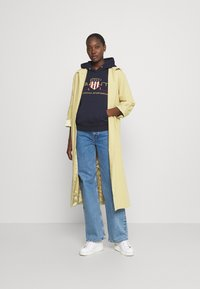 GANT - ARCHIVE SHIELD HOODIE - Jersey con capucha - evening blue - 1