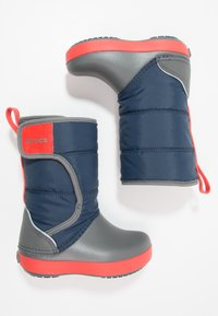 Crocs - LODGEPOINT BOOT RELAXED FIT - Vysoká obuv - navy/slate grey - 1