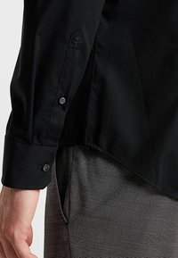 Seidensticker - SLIM SPREAD KENT PATCH - Formal shirt - black - 5