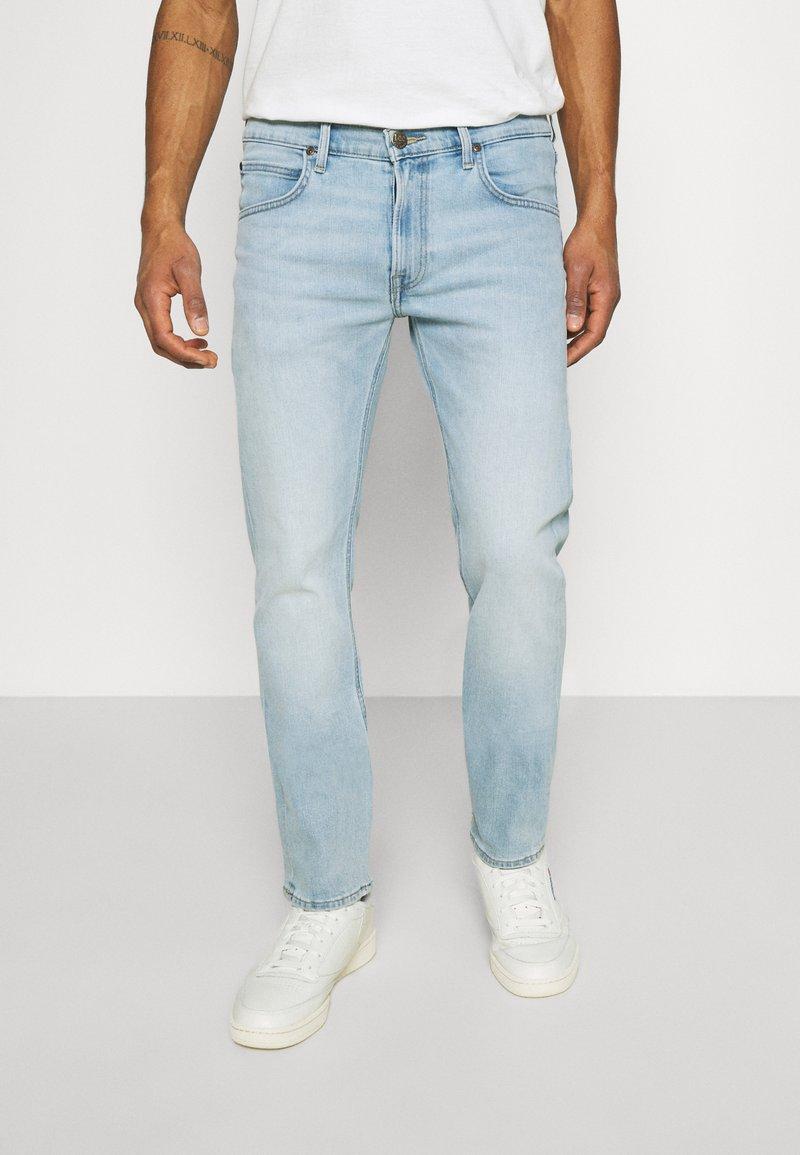 Lee - DAREN ZIP FLY - Jeans straight leg - bleached dale