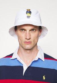 Polo Ralph Lauren - NEW BOND BUCKET HAT UNISEX - Hatt - white - 0