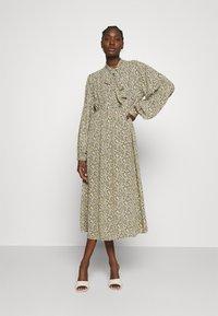 ARKET - DRESS - Košilové šaty - flower - 1