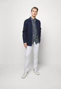 IZOD - Straight leg jeans - bright white - 1