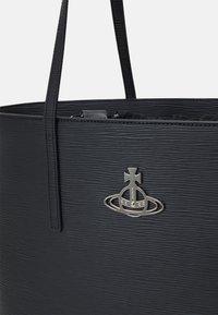 Vivienne Westwood - POLLY TOTE BAG - Velká kabelka - black - 5